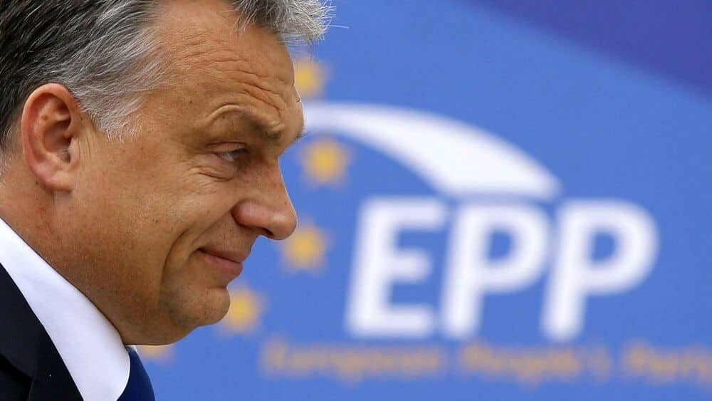Viktor Orbán si caccia da solo dal Ppe